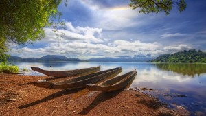 broken-boats-on-river-shore_1444147385